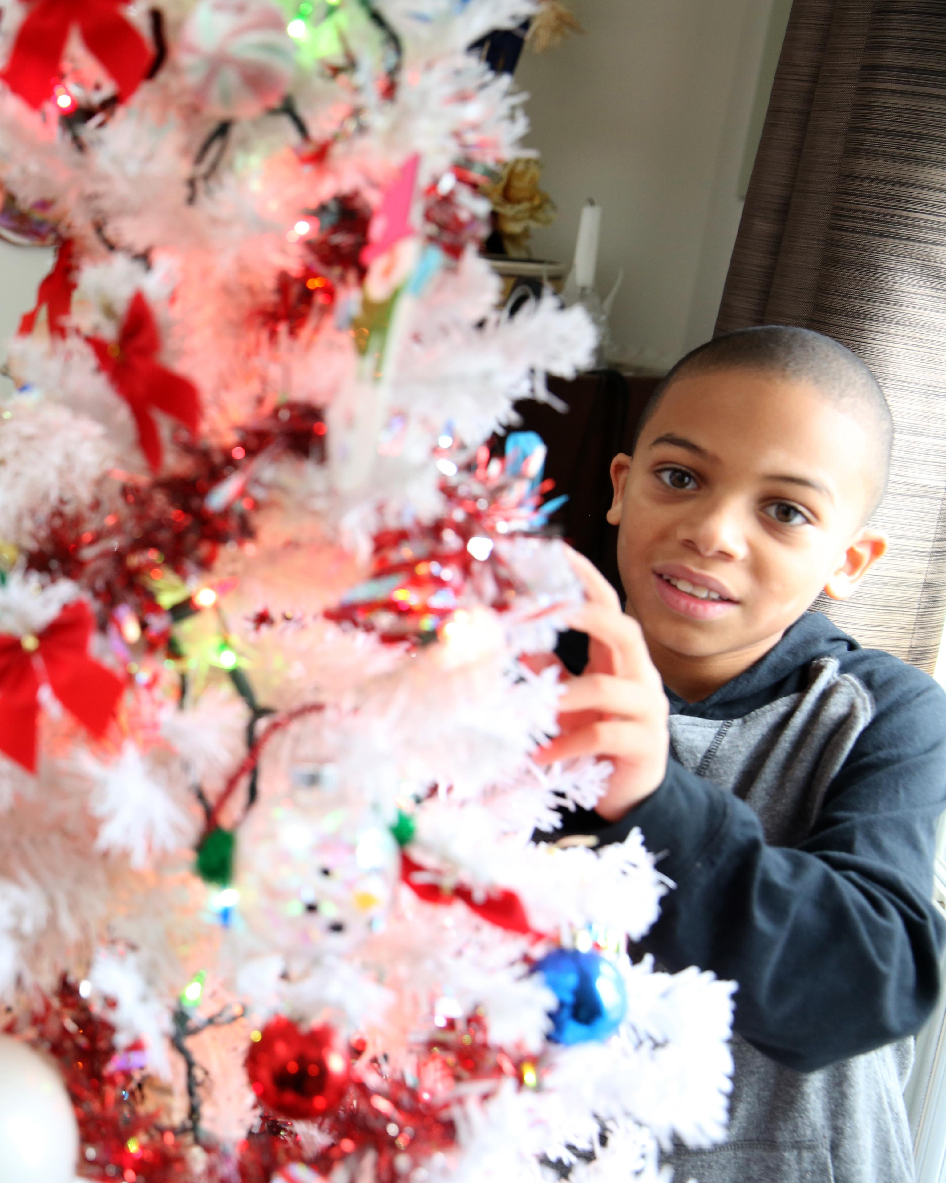Kids Christmas FY5A9576 - Selfless Elf