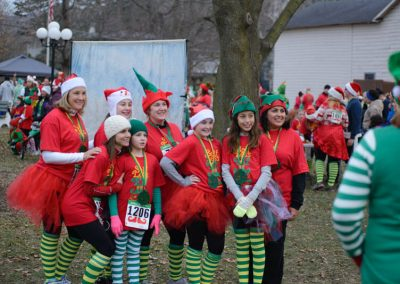 foodbankst-events-selfless-elf-group-of-runners
