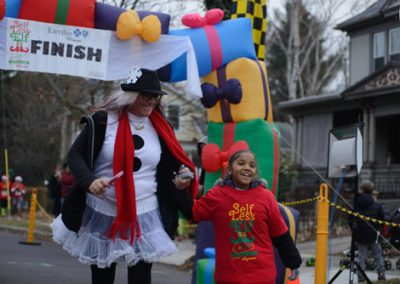 foodbankst-events-selfless-elf-mother-and-daughter-crossing-finish-line