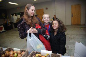 foodbankst learn education programs happy family 300x200 - foodbankst-learn-education-programs-happy-family